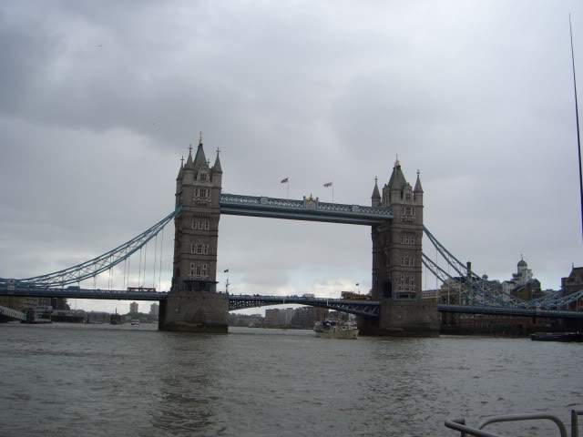 ai365.photobucket.com_albums_oo91_LilianaPinheiro_London_20City_20__202008_CIMG0300.
