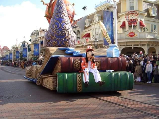ai365.photobucket.com_albums_oo91_LilianaPinheiro_Paris_DisneyLand_20Paris_202008_CIMG0268.