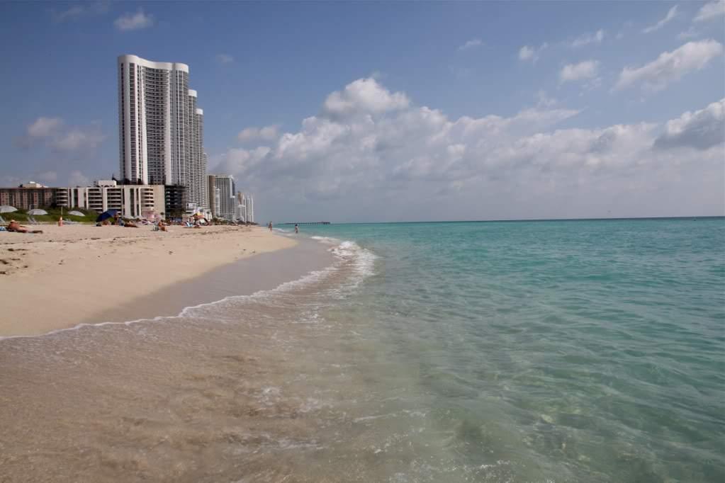 ai876.photobucket.com_albums_ab325_caluPT_Miami_20and_20Keys_HauloverParkBeach1.