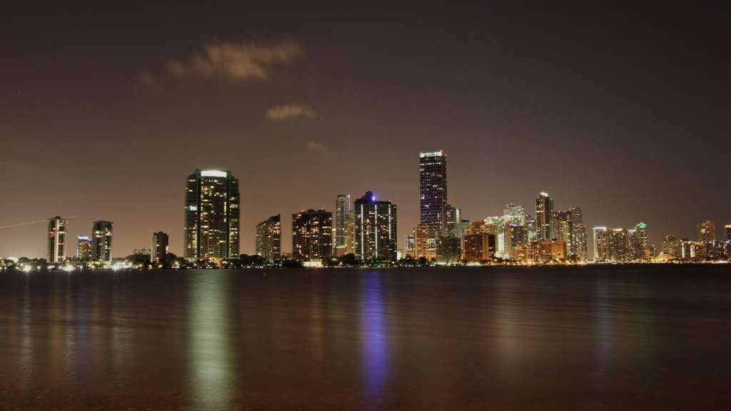 ai876.photobucket.com_albums_ab325_caluPT_Miami_20and_20Keys_MiamiSkyline2.