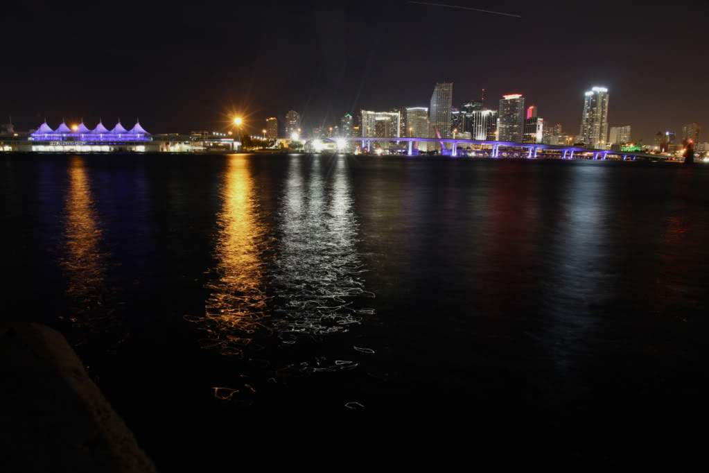 ai876.photobucket.com_albums_ab325_caluPT_Miami_20and_20Keys_MiamiSkyline4.