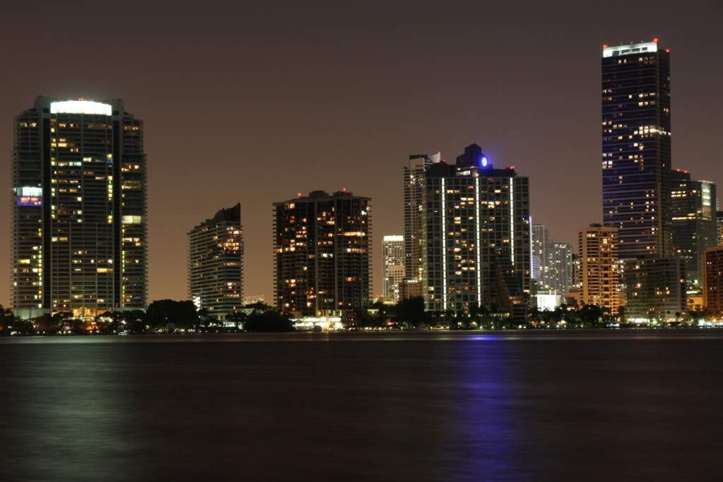 ai876.photobucket.com_albums_ab325_caluPT_Miami_20and_20Keys_MiamiSkyline5.
