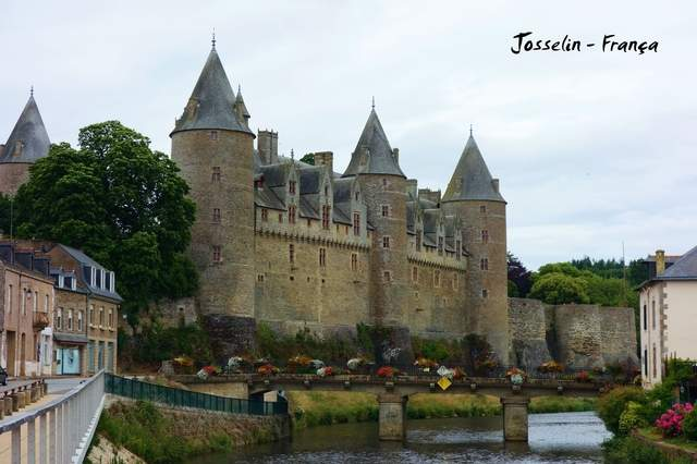 as2.postimg.org_mwbkx23wp_08_Josselin_Bretagne_France.